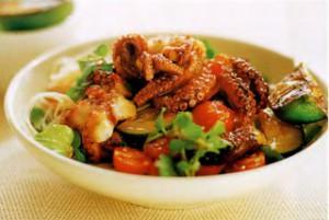 Салат с жаренным осьминогом