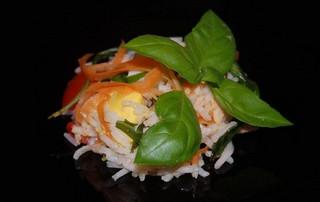 салат с рисом и тунцом