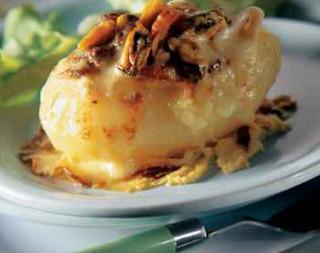 Запеченный картофель с морепродуктами