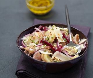 Зимний салат с копченой селедкой