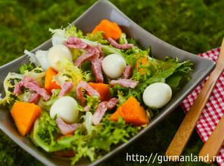 Салат из тыквы с яйцом и беконом