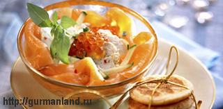 Салат из лосося со свежим козьим сыром