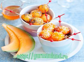 Шарики из дыни с карамелью