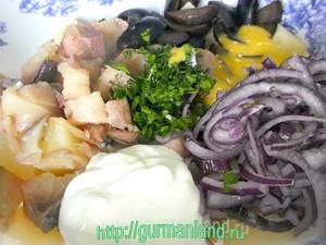 kartofelnyj-salat-s-kopchenoj-skumbriej-2