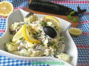 kartofelnyj-salat-s-kopchenoj-skumbriej