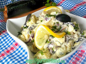 kartofelnyj-salat-s-kopchenoj-skumbriej-4