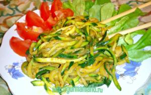 spagetti-iz-cukini-s-chesnokom-i-medom-11