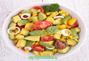 salat-s-kukuruzoj-i-avokado