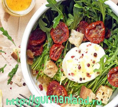 salat-iz-rukkolyi-s-motsarelloy-i-vyalenyimi-pomidorami