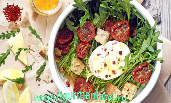 Салат из рукколы с моцареллой и вялеными помидорами